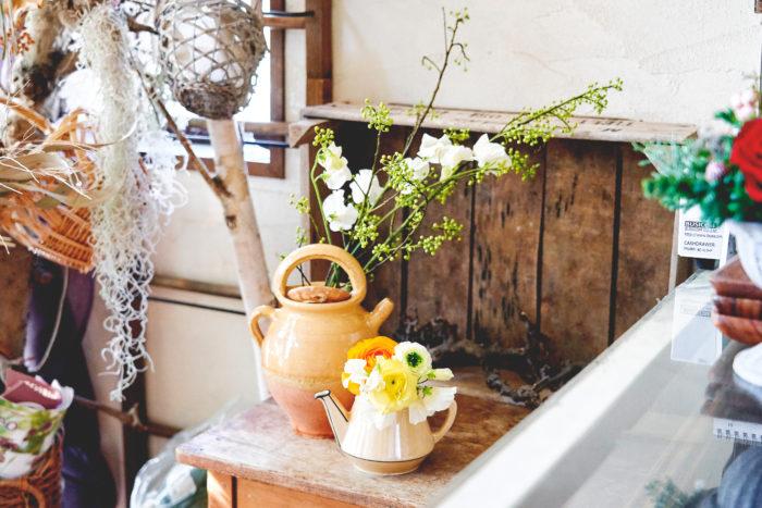 今回のテーマは「春の花を愉しむ」。新年を迎え、お花屋さんには華やかな春の花々が並び出します。可愛らしい春の花々は新しい季節の訪れを教えてくれるもの。お部屋に飾り、一足先に春気分を味わいましょう。
