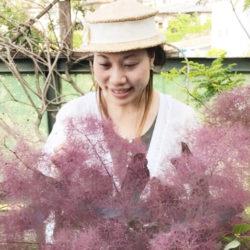 quotidienne 藍川 和子さん  「quotidienne」とは「日常」という意味。なんでもない日に花を贈ったり、飾ったり。みんなの日常にお花が溶け込むようにという想いが由来。