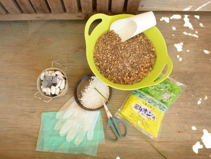 鉢底石、ネット、ゴム手袋、培養土、ゼオライト、元肥