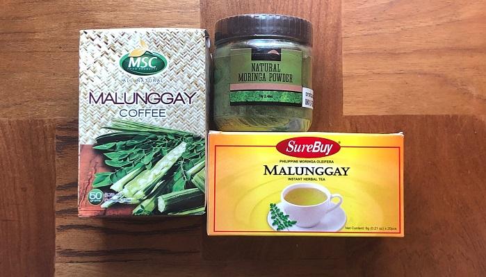 左はモリンガコーヒー。右上がモリンガパウダー。スナックに振りかけてもおいしい!とパッケージの裏に書いてあります。たしかに、香りも鯵も若干抹茶のような感じがします。天ぷらにモリンガ塩とか美味しいかもしれません。お刺身にモリンガ塩とか・・・白身ならば有りなのか・・・?右下はモリンガティーです。モリンガティーは真っ白な粉末。モリンガコーヒーは薄めのベージュという色味です。フィリピンのインスタント飲料は粉末状のものをお湯もしくは水で溶かすタイプのものがほとんどです。