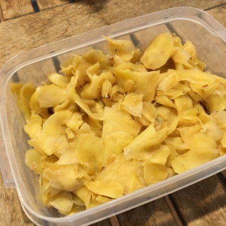 ショウガ(生姜)シロップを作るときに出る絞りかすのショウガ(生姜)も再利用しましょう。