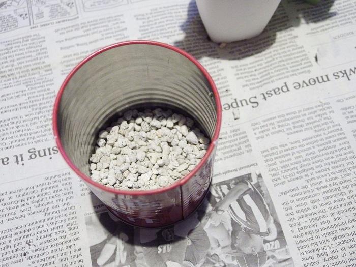 セリアのブリキ缶 鉢底石