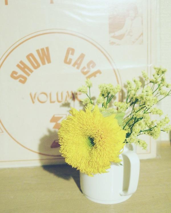 100均セリアマグカップにお花を飾る