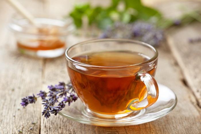 ドライやフレッシュの花は、ハーブティーに使えます。料理やお茶にはコモンラベンダーを主に使います。