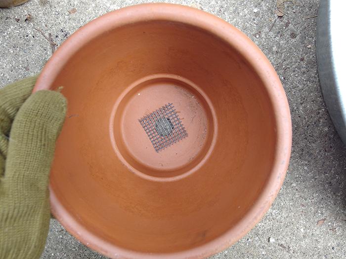 鉢底ネットと植木鉢