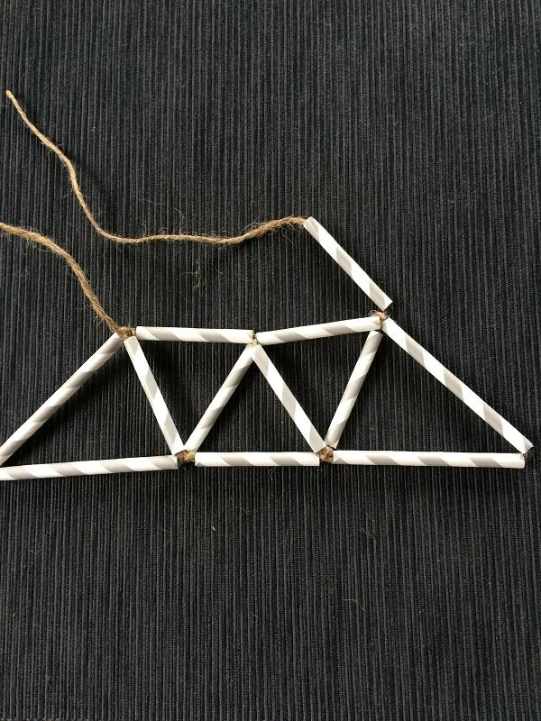 このように両端の三角形は大きさが違いますね。