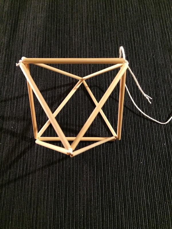 ⑥最後に残りの2つの三角形の頂点をつなげます。