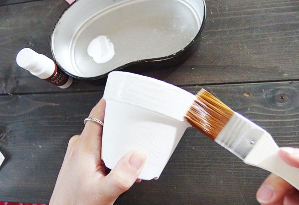 乾きにくくなってしまうので、デコパージュ専用液の塗りすぎには注意!