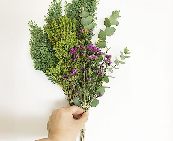 お花の向きもどの向きが良いかバランスを見ながら合わせます。