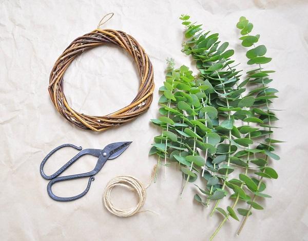 園芸用のハサミと麻ひもを切る普通のハサミを用意しましょう。
