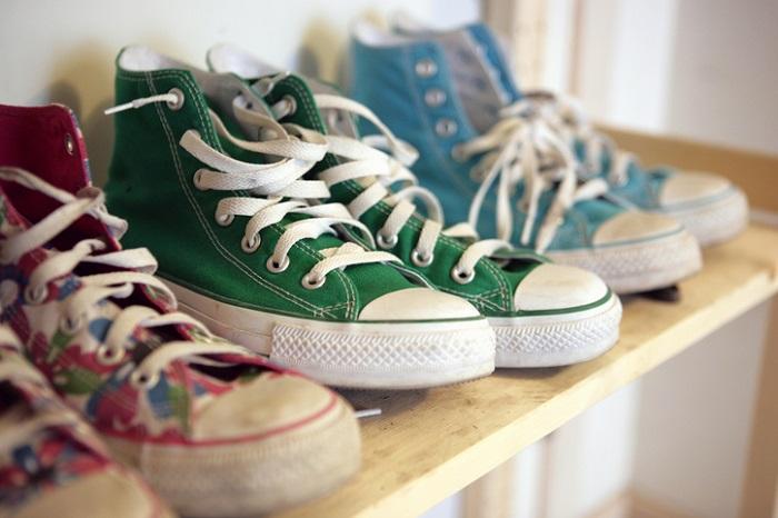 1 出しっぱなしの靴を下駄箱にしまいましょう。  使う靴だけ出すか、靴箱にしまいましょう。