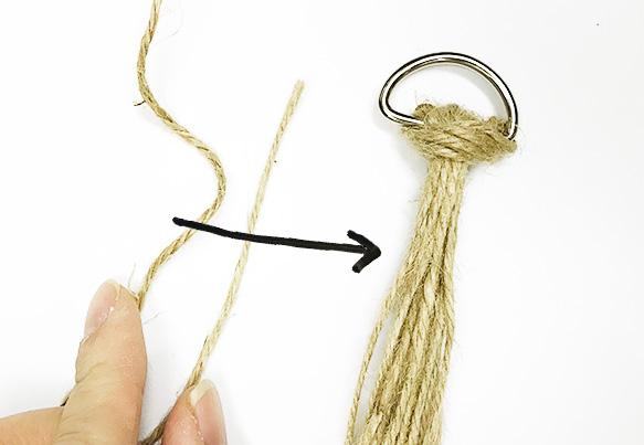 40cmの紐を画像のような形にしてベースにのせます。