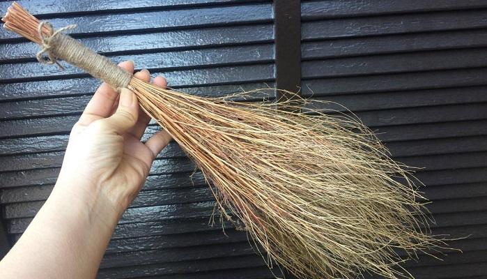 お好みに合わせて枝をカットしたら完成です!  枝を残したい時は、枝がゴツゴツしている場合があり、ひっかけたりすることもあるので、やすりをかけたり、最後まで麻ひもで巻いたりしてみるのもおすすめです。