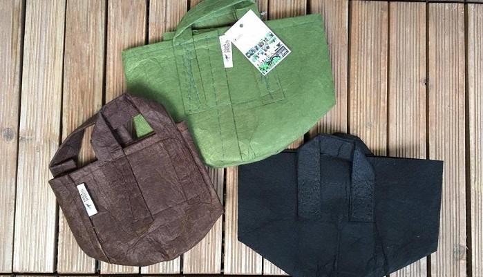 化繊の不織布で出来たバッグ型のプランターなんです。布製の為、通気性・排水性ともに優れていて植物にいいことばかり◎