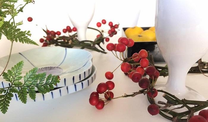 お正月の食卓にも。サンキライの赤の丸い実が彩りを加えてくれます。