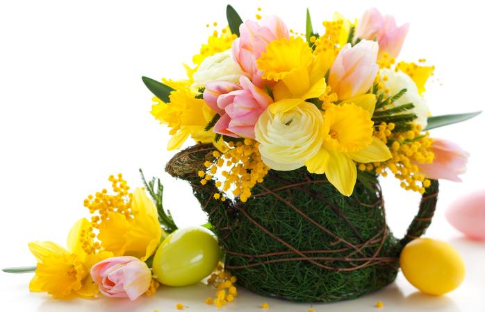 いかがでしたか?  ミモザの花は水揚げがちょっと難しいですが、お店で売っているミモザはしっかり水揚げがされているのでご安心下さい。出来るだけ綺麗に咲いたミモザを選びましょう。  お部屋で管理するときは、ミモザの花は乾燥に弱いので枝全体を暖房等の風に当てないように注意してください。また、水上げを良くするために鮮度保持剤や水上げ剤を使って充分に水を吸わせてあげると長持ちするようです。    3月8日のミモザの日まであと少し。今年はお家の中もミモザでいっぱいにして、鮮やかな黄色い春をお迎えください。