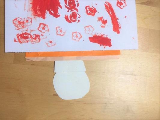反対から見るとこんな感じで、折り紙が5mmくらいずつ見えるようにします。