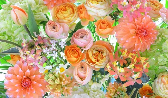 春の花いっぱいのアレンジメント