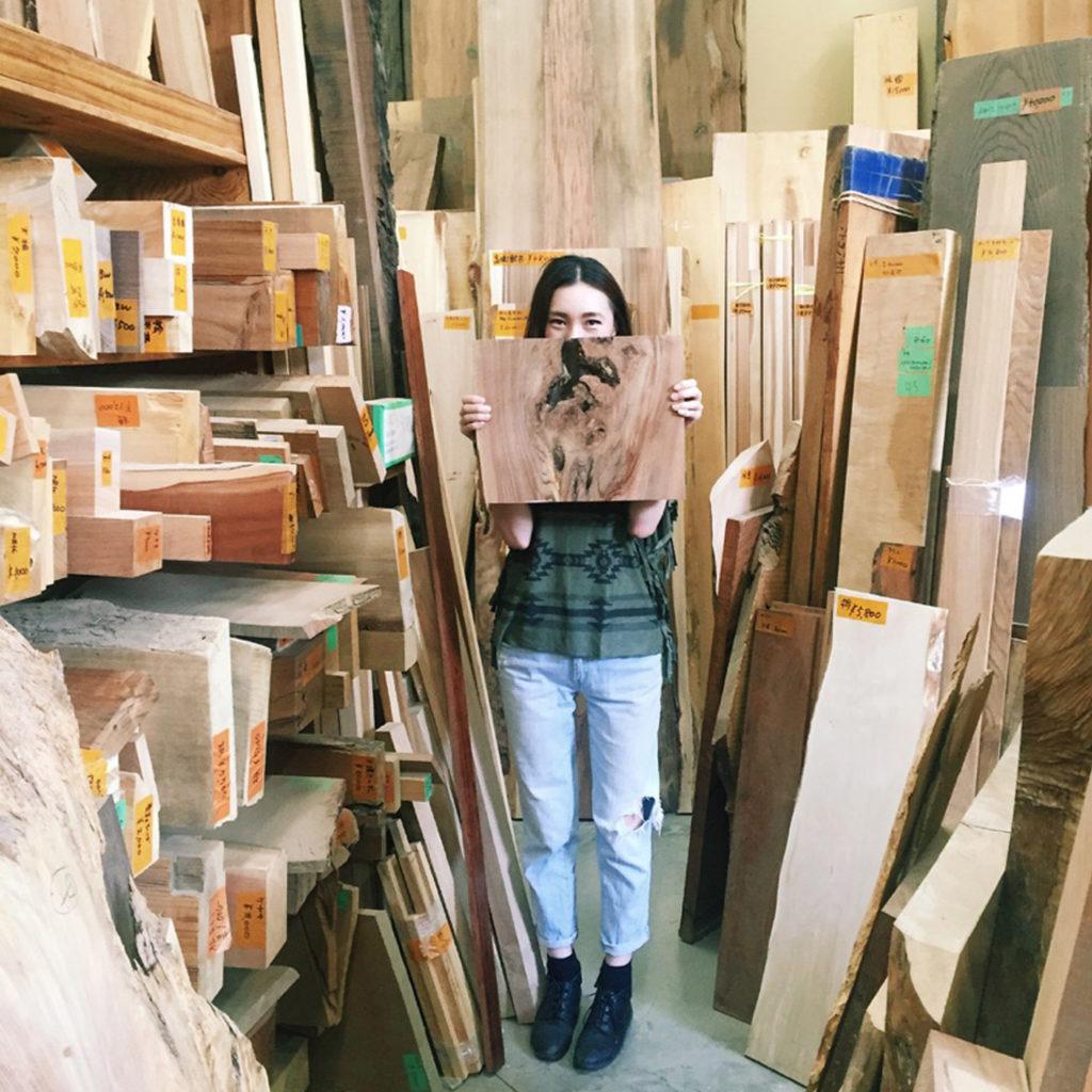 『勝俣材木』  吉祥寺にある材木屋さんです。ここはかなりのお気に入りです。あまり教えたくないほどお気に入りです。(笑)  2、3年前から通い詰めていて、制作のために使用する材木をよく買いに行っています。私好みの材木がたくさんあって、本当楽しいです。先日初めて競りに参加しました。お店の方もとても気さくに対応してくださって、いつも助かっています。
