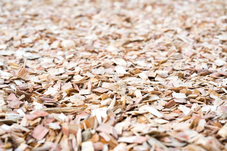 ウッドチップは木材をチップ状に砕いたものでバークチップよりも細かめです。