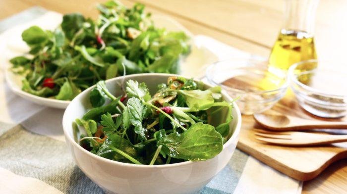間引いた幼葉のラディッシュは、いわゆるベビーリーフです。小さいラディッシュの葉は多少ザラザラとした感触があっても、まだまだ柔らかい幼葉です。ぜひサラダなどでおいしく召し上がってください。