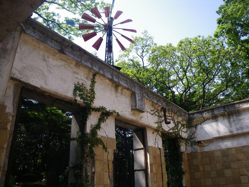 フランス領事官邸遺構などの建築物も魅力的。