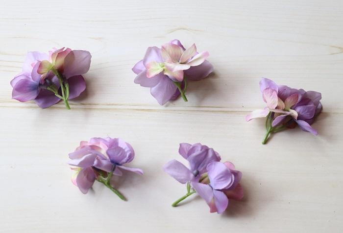 あじさいの花を小分けにカットしします。