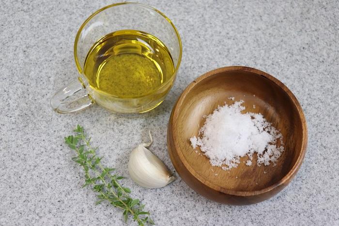 ・オリーブオイル ・にんにく(お好みでタイムなどのハーブもプラス) ・塩