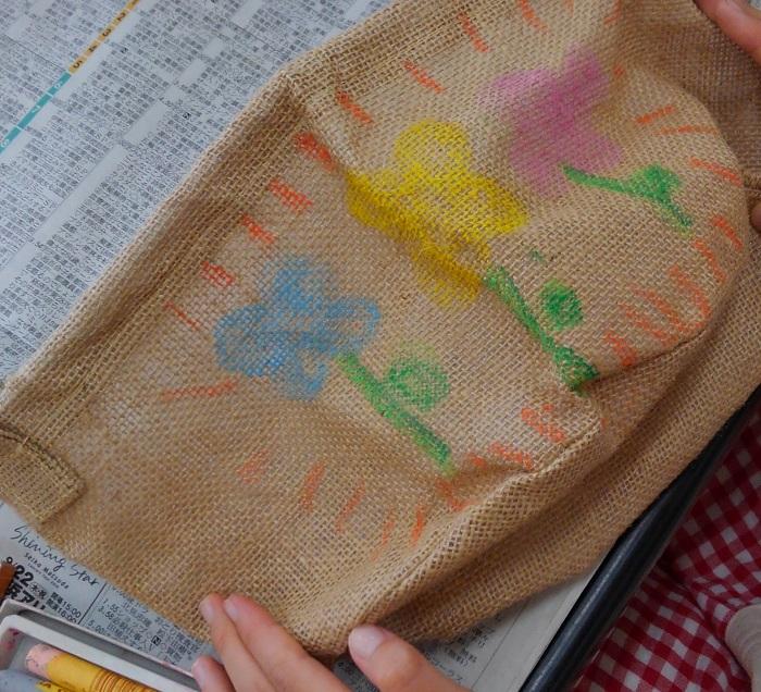 子供に絵を描いてもらうと、その自由な発想に驚かされ、それもとても面白いですよ。