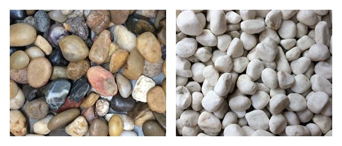 化粧砂利 ミックスタイプ(左)  自然石砂利です。形状と色に幅があるので、お庭や玄関などの雰囲気に合わせて使い分けたいですね。  化粧砂利 玉石タイプ(右)  砂利の中でも、光沢が楽しめる最良質なものです。水に濡れた時のツヤの変化が美しいです。  建材砂利・砕石