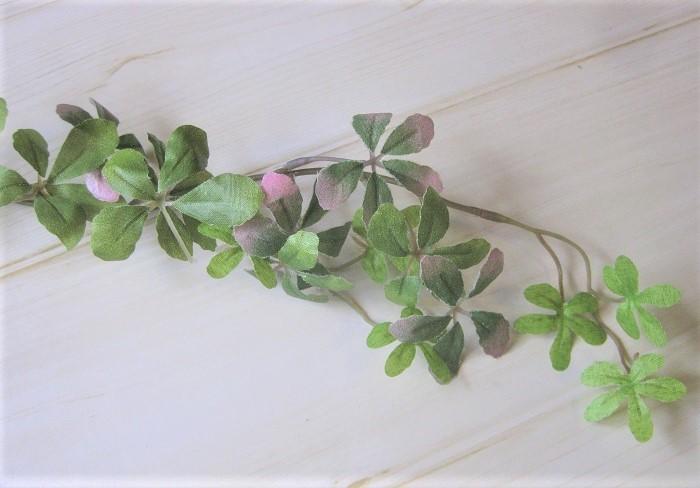 余談ですが、最近は本物に近いシュガーバインのアーティフィシャルフラワー(造花)も作られています。全く光の無い場所や生きた植物を飾れない場所にシュガーバインを飾りたい時は、アーティフィシャルフラワーを上手に活用してシュガーバインを取り入れる方法もあります。