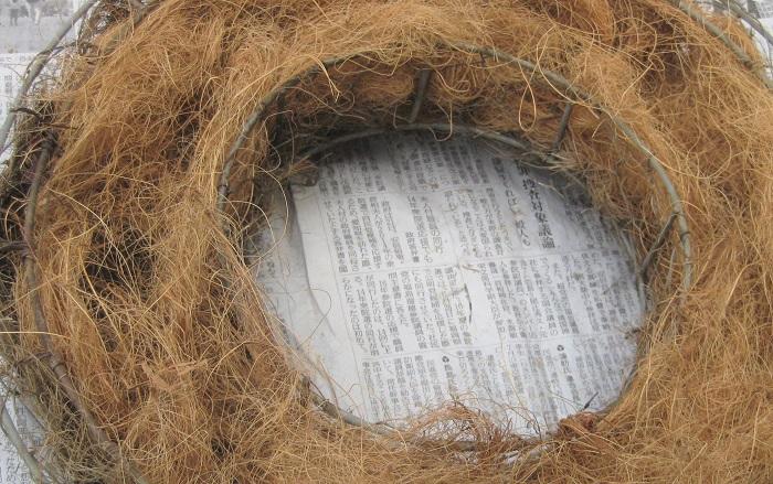 リース型バスケット 不織布 肥料入りの培養土 カラーリーフの苗9ポット 水苔(水に浸してふやかしておく) 土入れ はさみなど