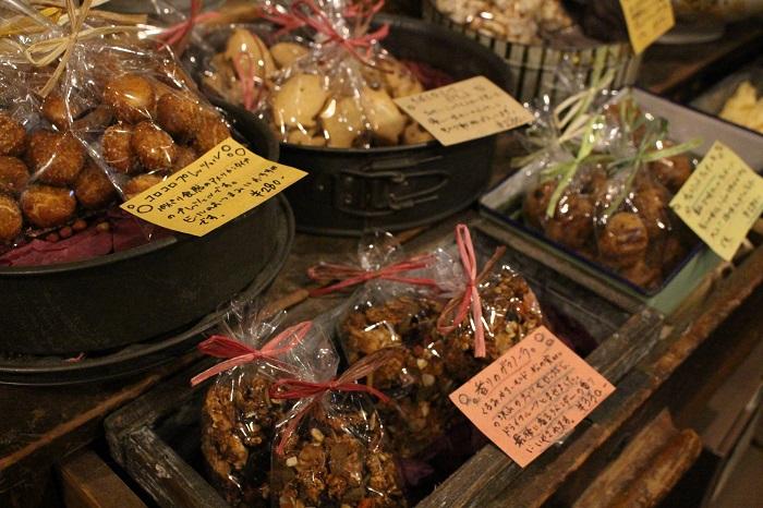 店内にはパティシエでもある加藤さんによる手作りのお菓子も人気。お花と一緒に美味しいお菓子を添えれば、ギフトもさらにスペシャルに。