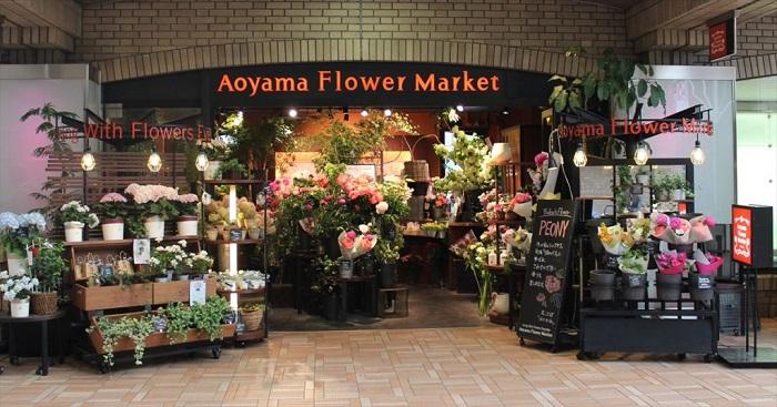 一味ちがった生花やグリーンに出会えるお店。何か新しい発見があるはずです。神楽坂ほど近く、趣きいっぱいで迎えてくれます。