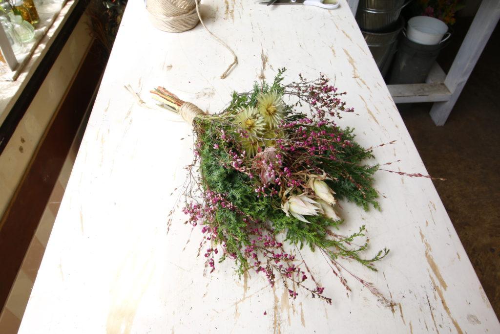 このような感じで完成!細かいお花を集めると、また違ったすてきな雰囲気に。
