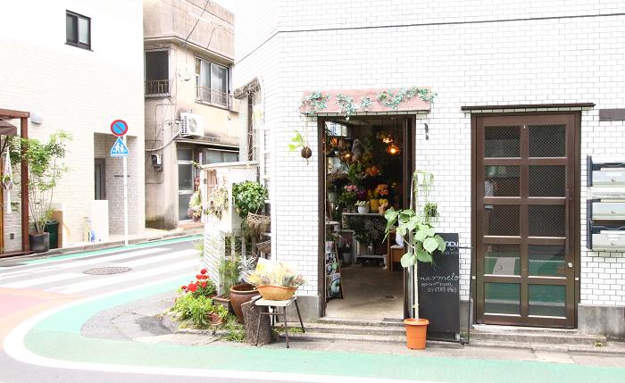 今回は、下北沢のお花屋さん「marmelo(マルメロ)」のオーナー小野寺さんに、自宅でも簡単につくれるミニスワッグの作り方をレクチャーしてもらいました。