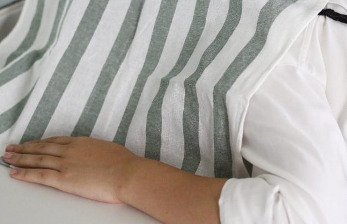 3 お湯の上20cm程に顔をおき、バスタオル、もしくは大き目の布ですっぽりと囲います。