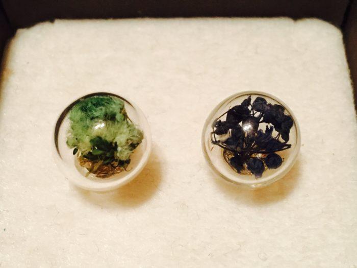 6 「3の芯立・花座」に「5のガラスボール」をクラフトボンドで接着して完成です。  思った以上に簡単に作ることができるので、何個も作ってしまいそうですね♪