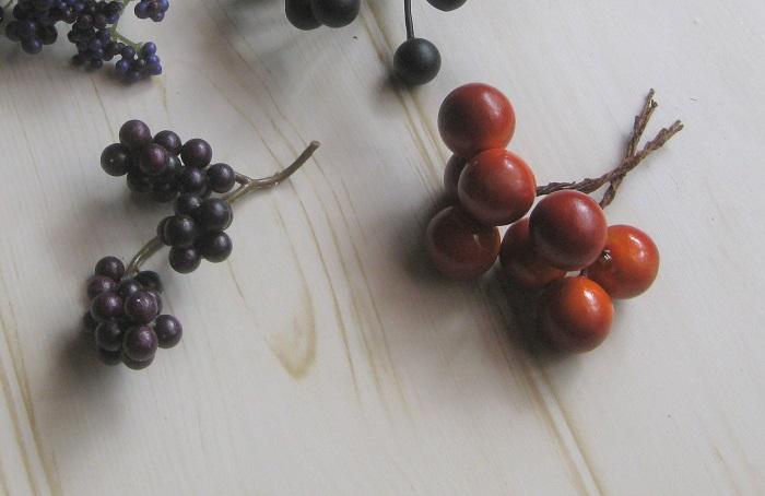濃い色の実もの(写真左側の実は家にあったものを使いました。)
