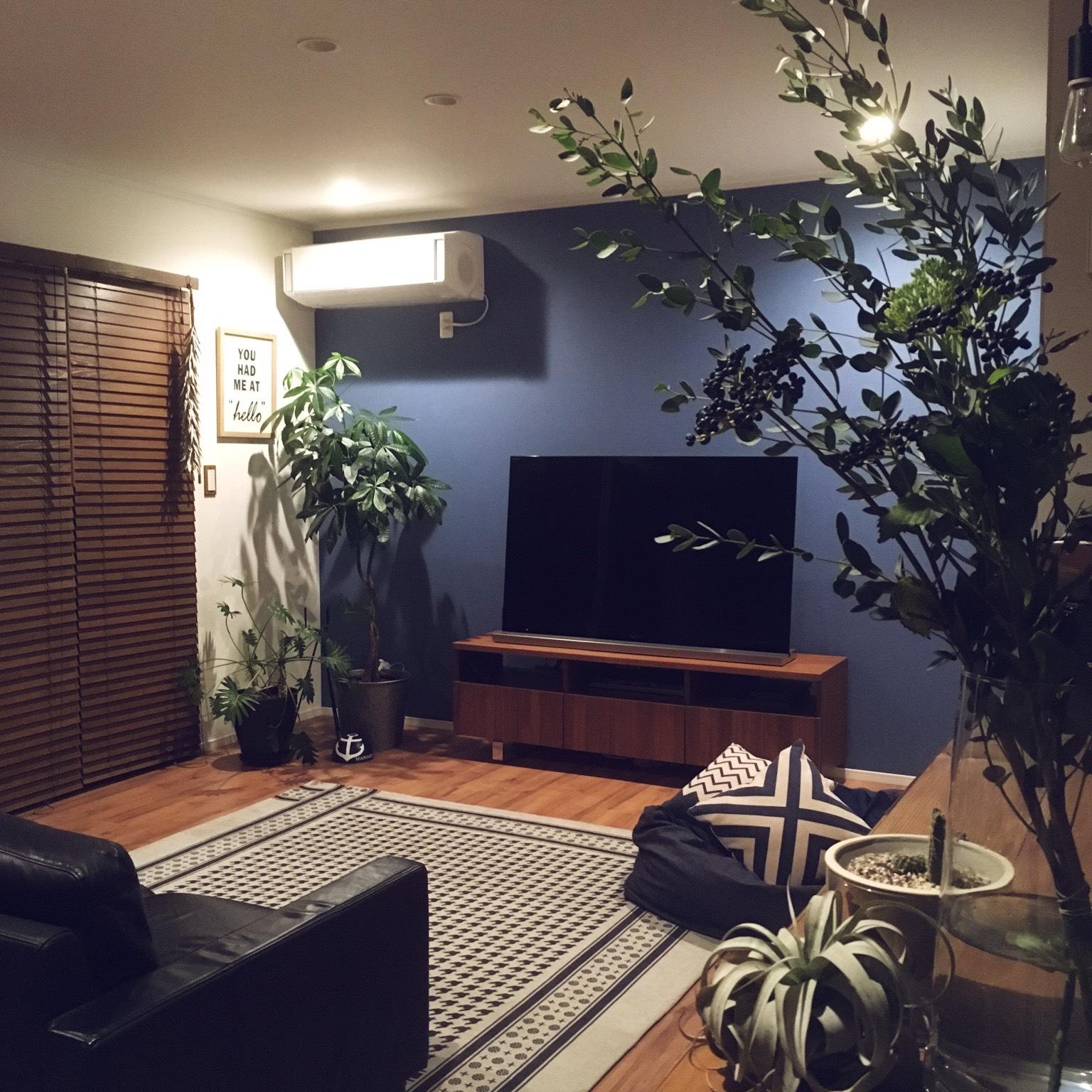 お部屋の雰囲気と観葉植物たちがとてもマッチしています。 @hiro.rorororoさん提供