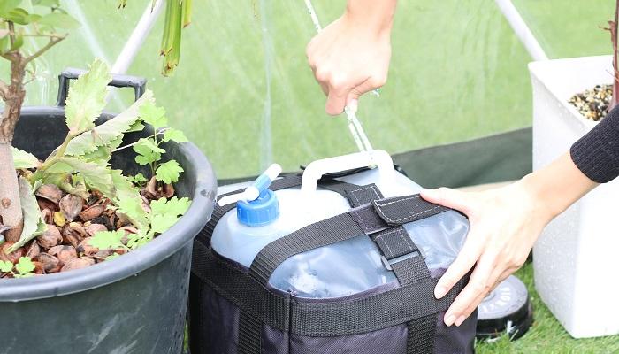 重しは水を入れるタイプもあります。固定している紐にゆるみがないかどうか確認します。