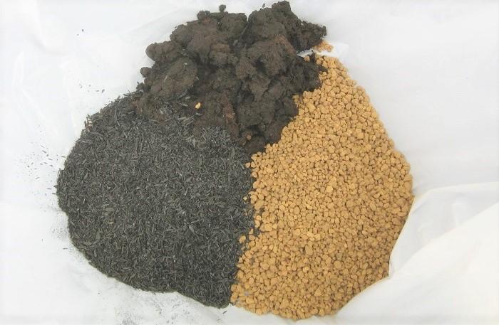 けと土、赤玉土小粒、もみ殻くん炭を 1:1:1の割合で用意します。