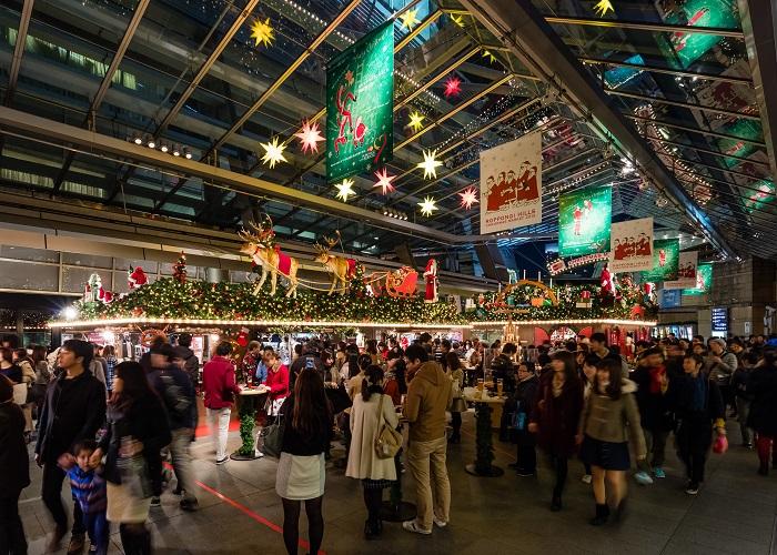 画像提供:森ビル株式会社  また、家 族や愛する人とのあたたかな時間が紡ぎだされる「クリスマスマーケット」や「クリスマスコンサート」、わくわくするクリスマスショ ッピングなど、クリスマスの期間中、六本木ヒルズ全体が煌い光に包まれ、他では体験できない世界をお届けします。
