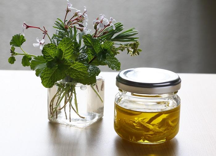 レモンの風味を閉じ込めたオリーブオイルです。フレッシュな香りでサラダのドレッシングに最適!