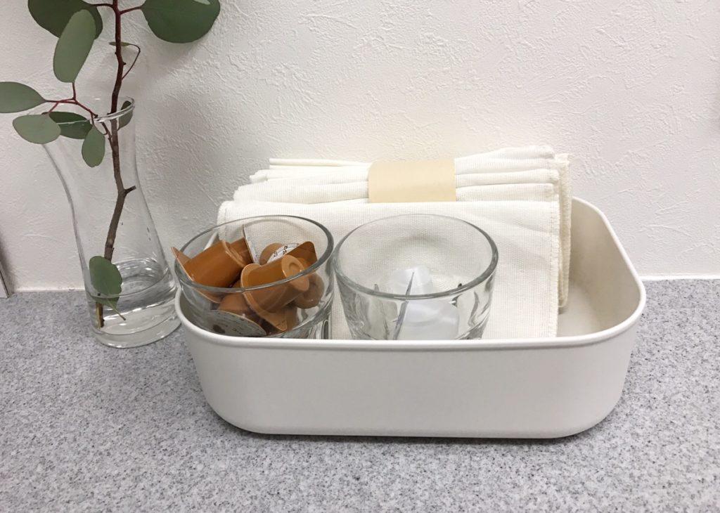 例えば、キッチンまわりのバラバラした小物やふきんなど、まとめておくのにも便利。
