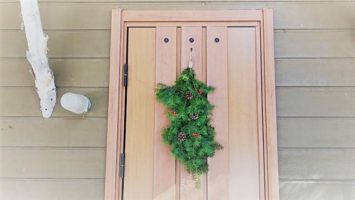 少し短めに作って、ドアに飾るのも素敵です。
