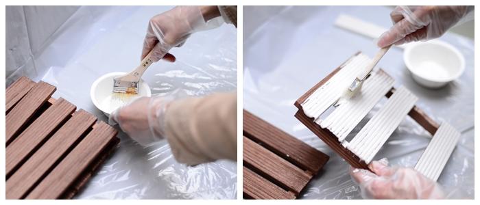 ムラがないように塗るのがポイント。ウッドデッキの間も丁寧に塗ります。
