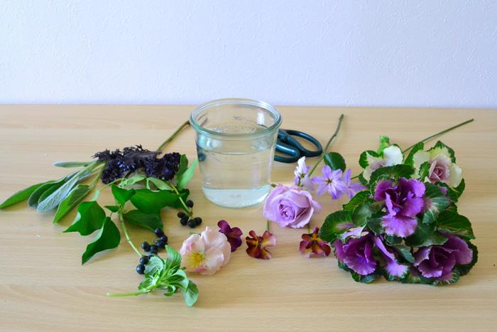葉牡丹とバラのアレンジメントの材料