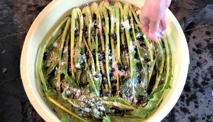 黒豆を入れるのは他では聞いたことがないけれど、丸みのある味になるような気がする、とのこと。ほかの隠し味としては、柿の皮や味噌、するめ、昆布、などなど各家庭によってこだわりの味があるようです。
