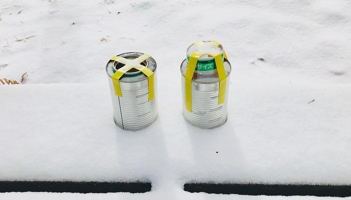 ③このまま冷凍庫に一晩入れておき、完全に凍ったら外側の缶にぬるま湯をかけ、少し氷をとかして缶を外します。